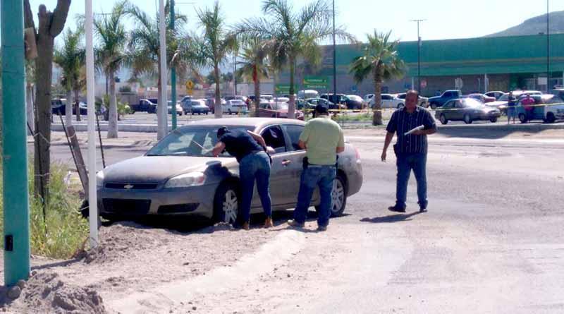 Ejecutan a un hombre en La Paz a bordo de su carro, frente a su esposa e hijos