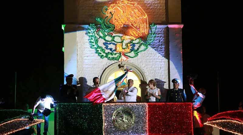 Arturo De la Rosa da grito de Independencia ante miles de ciudadanos cabeños
