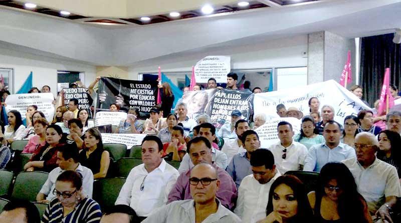 Interrumpe sesión del Congreso del Estado manifestación de grupos conservadores contra el matrimonio igualitario