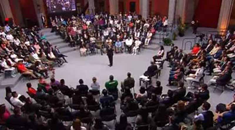 Presidencia destaca diversidad en jóvenes presentes en encuentro con Peña Nieto