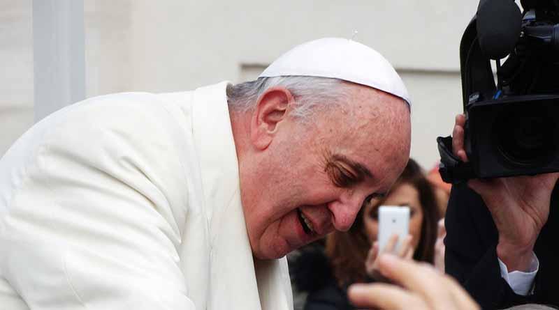 """El Papa advierte sobre """"encantadores mentirosos"""" y obispos """"a la moda"""""""