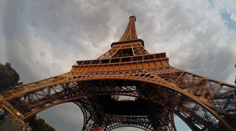 París celebra la fiesta más multitudinaria del Grito en Europa