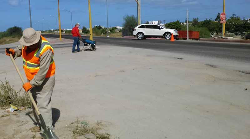 Continúa Servicios Públicos Municipales trabajando en las calles del municipio de La Paz