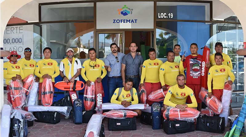 Dotan de equipo y uniformes a guardavidas de ZOFEMAT Los Cabos