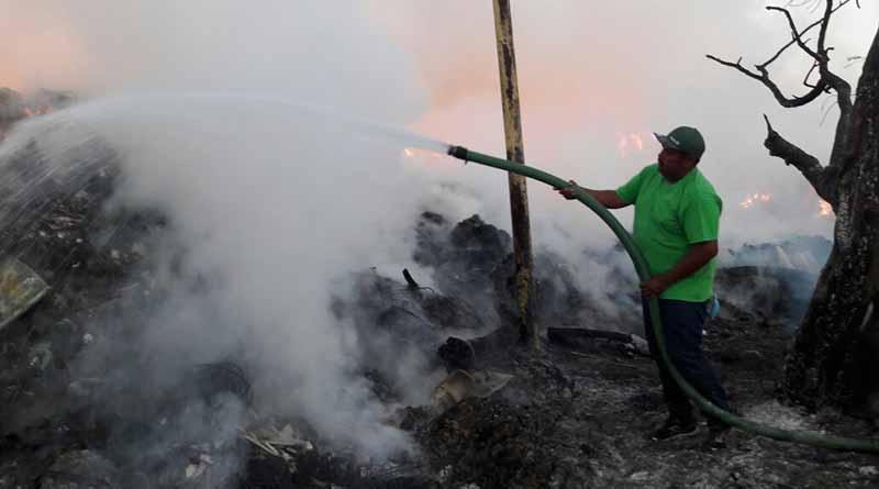 Atiende servicios públicos incendio en centro de transferencia de Caribe bajo
