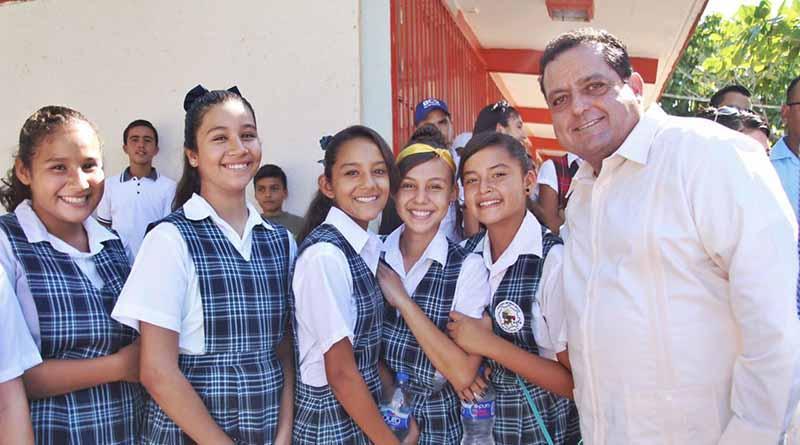 Mendoza Davis inaugura infraestructura educativa y urbana en zona rural de La Paz