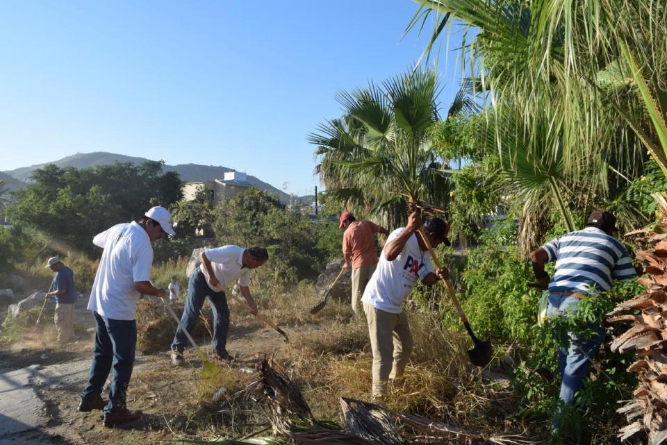 """Jornadas de limpieza """"El buen vecino"""" recibe donativo de fundación Solmar y Zofemat limpia arroyo Salto Seco de CSL"""