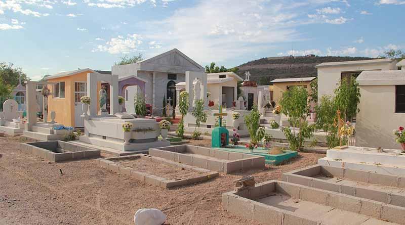 Realiza Ayuntamiento de Comondú Limpieza de Panteones