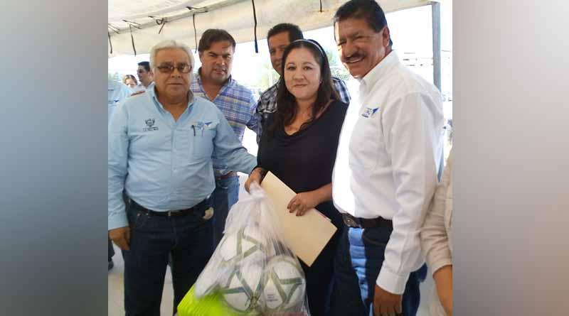 """""""Dota IMD de material deportivo a las comunidades"""": Vargas Portillo"""
