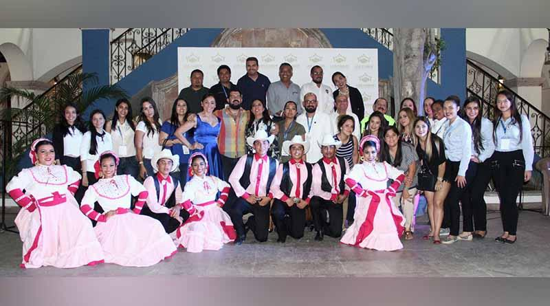 Ofrece el gobierno municipal programa artístico a congresistas