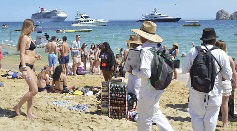 Necesario replantear tema de vendedores ambulantes ante llegada de desarrollos turísticos: COR
