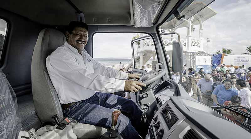 Entrega Alcalde de La Paz  vehículos y equipamiento a trabajadores de Servicios Públicos