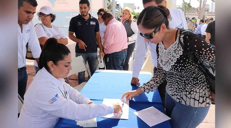 El Instituto Municipal de la Mujer llevo a cabo la entrega de estímulos económicos a los participantes de los programas federales (PRONAPRED)