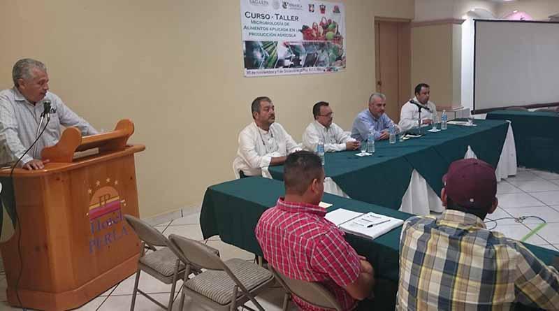 Imparten capacitación sobre microbiología de alimentos en producción agrícola