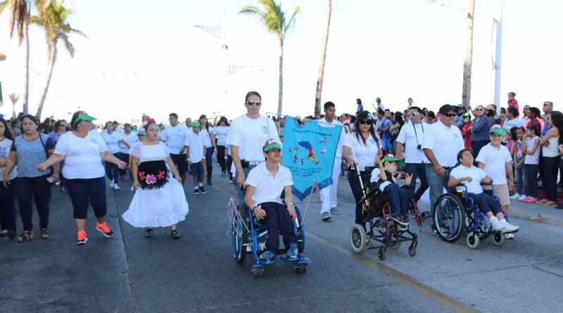 Participan en el desfile de la revolución mexicana 150 alumnos de centros de atención múltiple: SEP