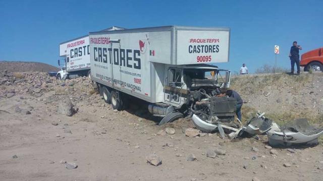 Pierde el control y se sale de la carretera camión de Castores en carretera La Paz-Pichilingue