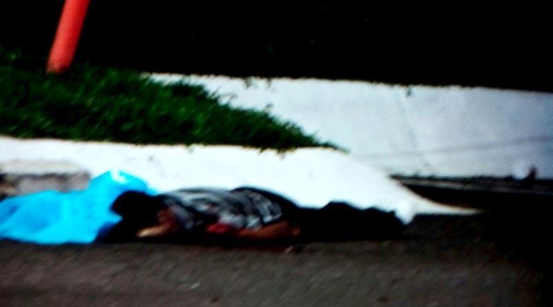 Balean a dos en estacionamiento de la Mega en SJC, uno murió