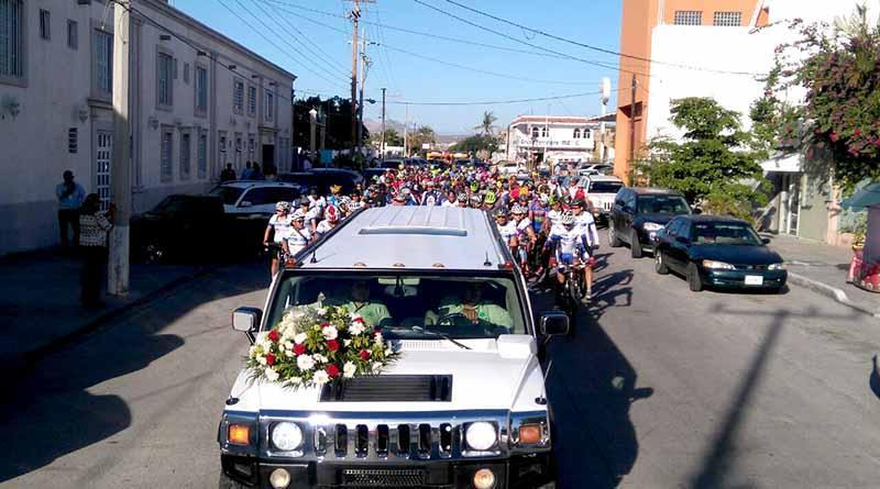 En pedaleada silenciosa cientos de ciclistas acompañan hasta el panteón a compañero asesinado