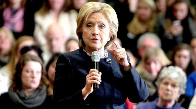Hillary y Bill Clinton votan en comunidad de Chappaqua, en Nueva York