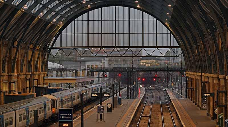 Accidente de tranvía en Londres deja varias víctimas