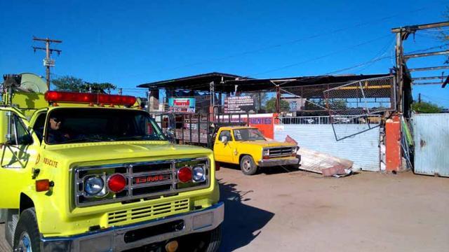Rescatan a prensado en trituradora de chatarrera en La Paz