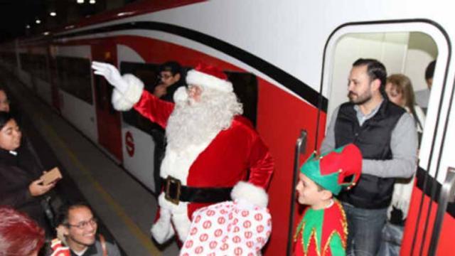 Santa Claus llegó en Tren Suburbano a la Ciudad de México