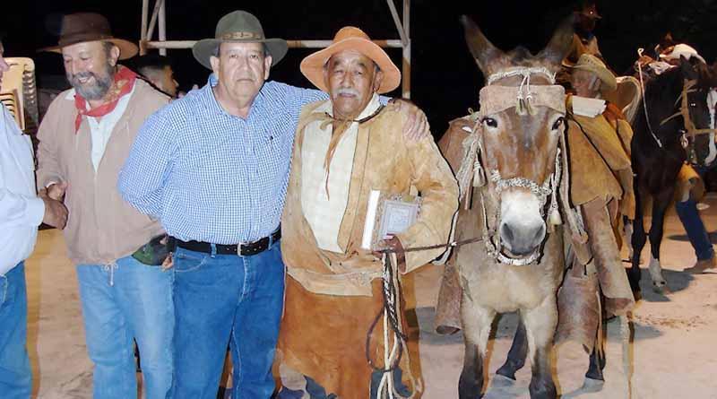 Concurso de Exhibición de Trajes de Vaquero en San José de Comondú