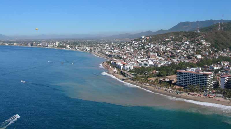 Desembarcan 86 mexicanos en Cozumel y Puerto Vallarta
