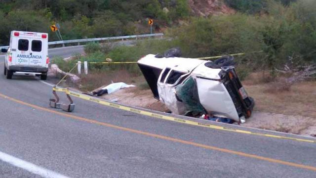 Vuelca camioneta y muere una persona en carretera La Paz-El Triunfo