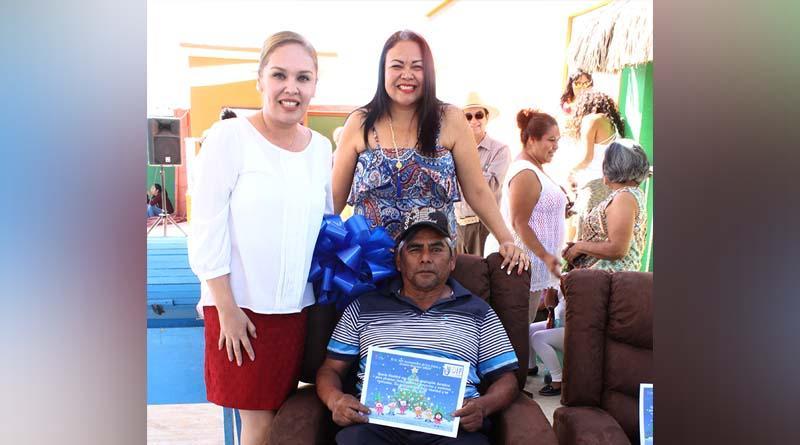 DIF Los Cabos lleva alegria a casa día san miguel con posada