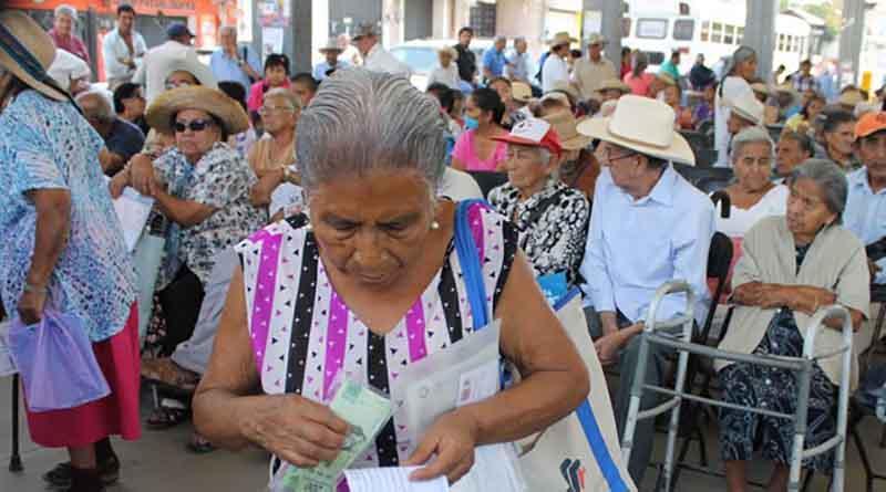 Desarrollo Social denuncia anomalías en programa para adultos mayores