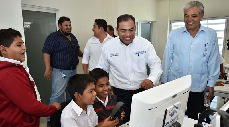 Niños felices con la entrega de obras recreativas y educativas del Alcalde Arturo de la Rosa