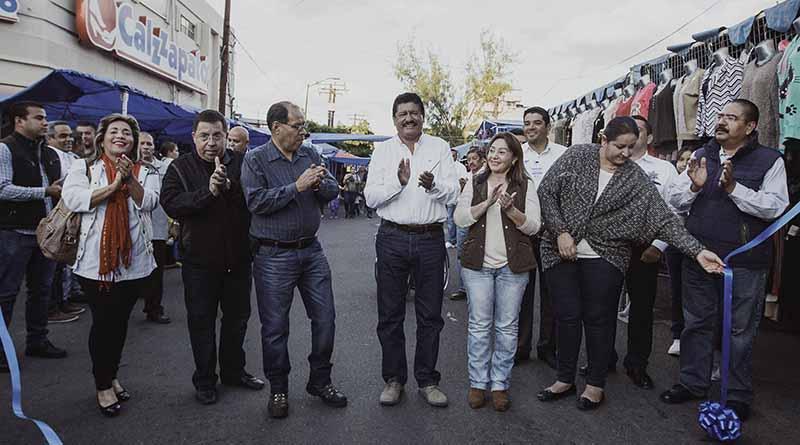 Inaugura tradicional Tianguis Madero y el encendido del árbol navideño, Alcalde de La Paz