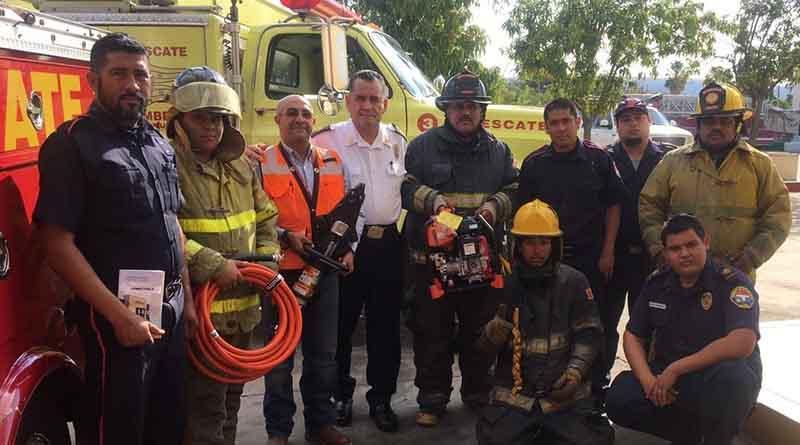 Entregan equipo de trabajo a Bomberos de La Paz