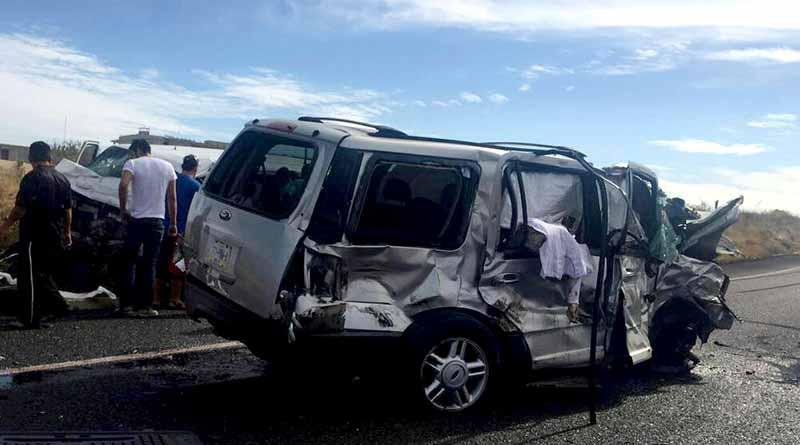 Reportan choque y volcadura con varios heridos y un muerto en Santa María