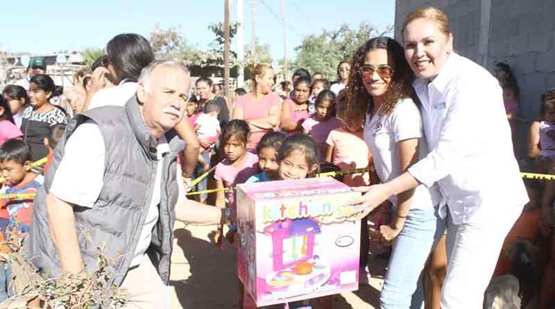 Instituto Cultural Baldor y DIF Los Cabos regalan juguetes a niños en Tierra y Libertad