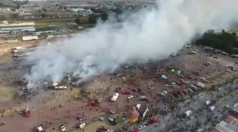 Reportan explosión en mercado de pirotecnia de Tultepec, Estado de México