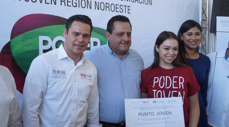ISJ Entrega becas a jóvenes integrantes de poder joven radio Y TV