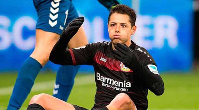 "Técnico de Leverkusen defiende a ""Chicharito"" tras penal fallado"