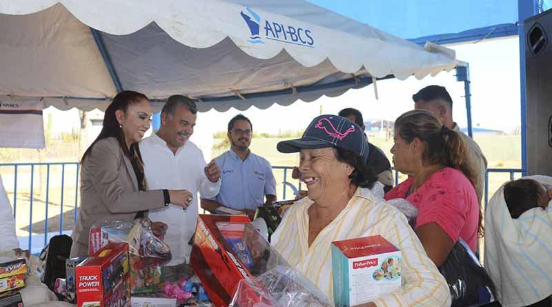 APIBCS y Contraloría General hacen entrega de ropa y juguetes a vecinos de la colonia La Pasión