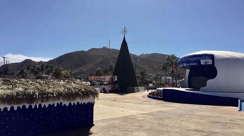 Llega el espíritu navideño a CSL con encendido del Árbol en Plaza León Cota Collins
