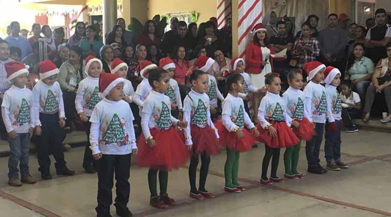 Emotivo festival de navidad ofrecen alumnos de CENDI dos de SEP