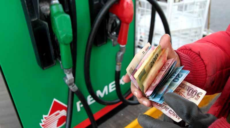 Gasolinazo a partir del 1 de enero; Magna a 15.99 y Premium a 17.79 pesos por litro