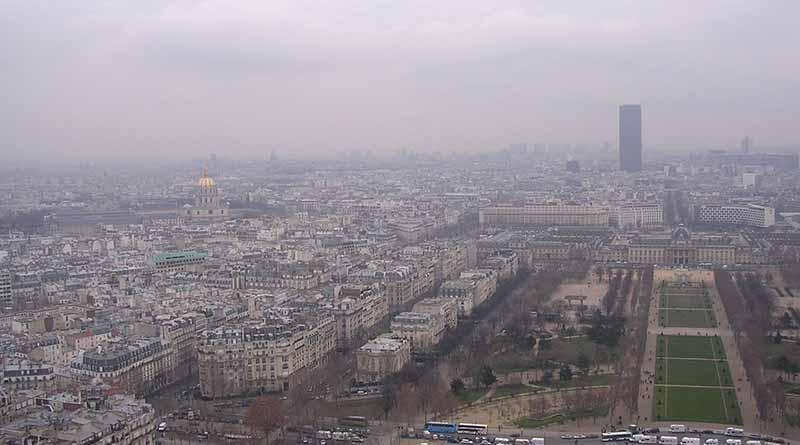Estacionamientos serán gratis en París por alta contaminación