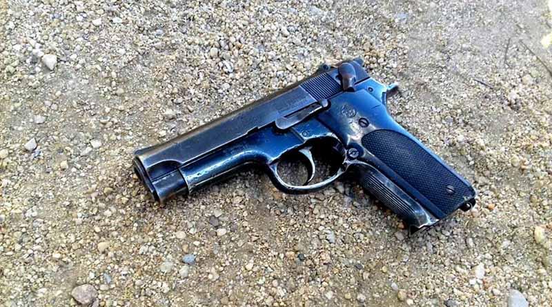 Localizan arma de fuego tirada en terreno baldío en Vista Hermosa