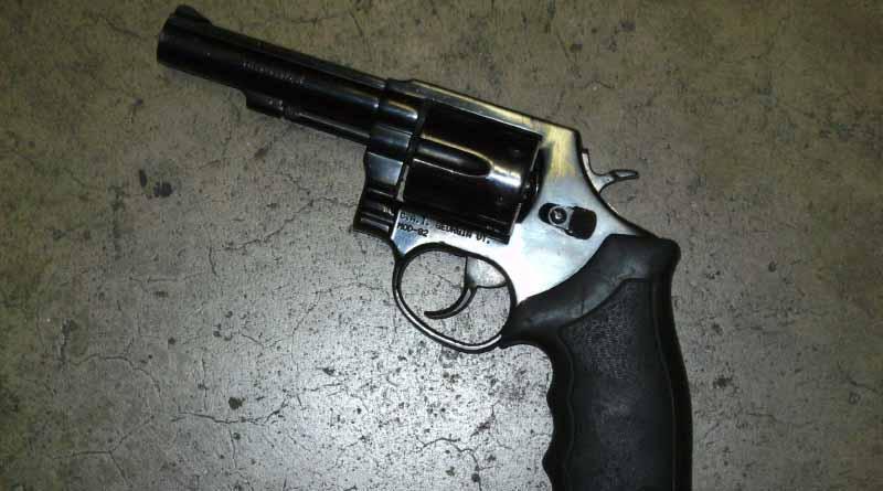 Detienen a dos sujetos con pistola .38 en Mesa Colorada