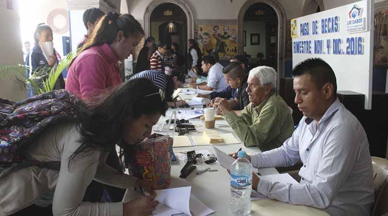 Paga más del millón de pesos en becas Gobierno Municipal