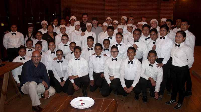 Alumnos de alimentos y bebidas, del CBTIS 256 dan a conocer conocimiento en la gastronomía