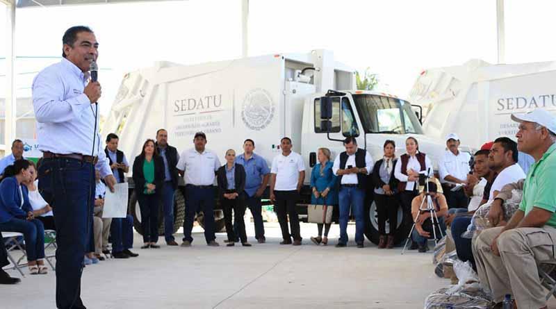 Entrega Arturo de la Rosa, más de 7 mdp en Servicios Públicos; camiones, uniformes y mejoras en talleres
