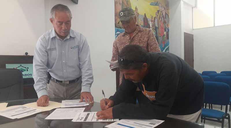 El Gobierno de los cabos acredita a pescadores como dueños legítimos de sus embarcaciones